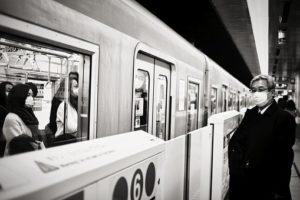 personnes portant masque dans le metro